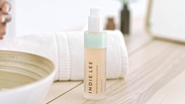 7 sản phẩm 2in1 rửa mặt kiêm làm sáng da giúp chị em tút tát lại làn da sau một mùa hè đen sạm vì cháy nắng - Ảnh 2.