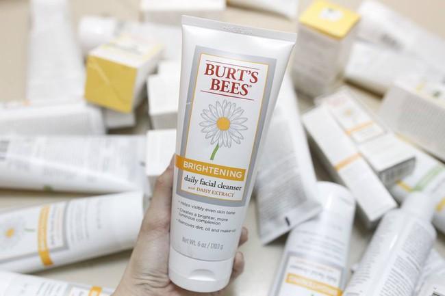 7 sản phẩm 2in1 rửa mặt kiêm làm sáng da giúp chị em tút tát lại làn da sau một mùa hè đen sạm vì cháy nắng - Ảnh 11.