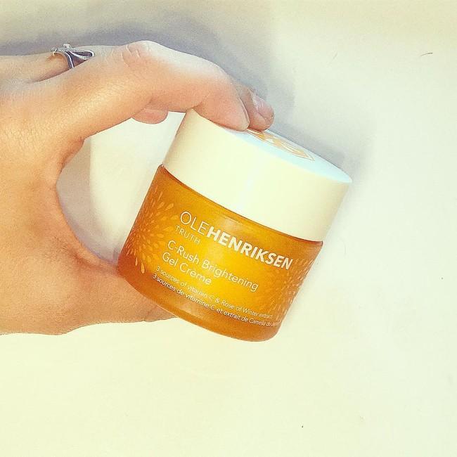 7 sản phẩm 2in1 rửa mặt kiêm làm sáng da giúp chị em tút tát lại làn da sau một mùa hè đen sạm vì cháy nắng - Ảnh 13.
