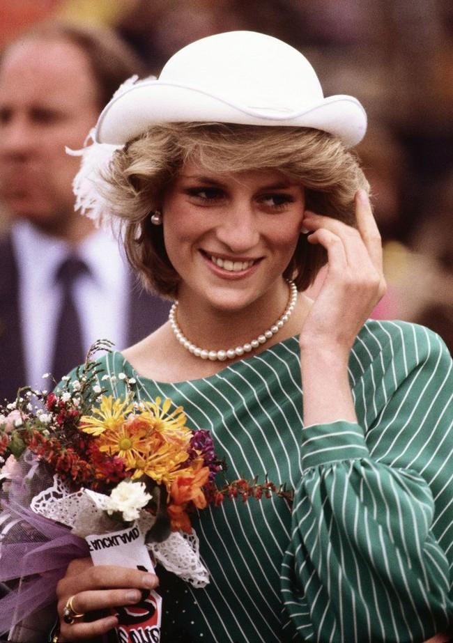 Không chỉ mỗi thời trang, Công nương Diana cũng có 6 bí mật về trang điểm, trong đó có 1 điều còn phá vỡ quy tắc Hoàng gia - Ảnh 2.