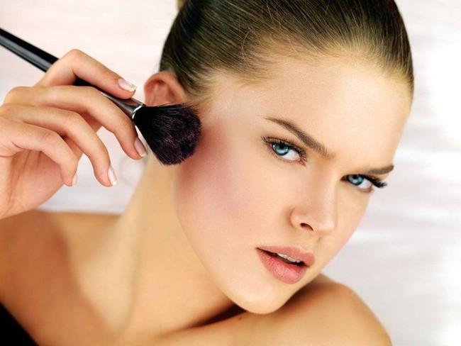 7 lỗi makeup cơ bản mà nhiều chị em dù biết vẫn rất hay mắc phải, khiến cho gương mặt trở nên kém hoàn hảo - Ảnh 4.