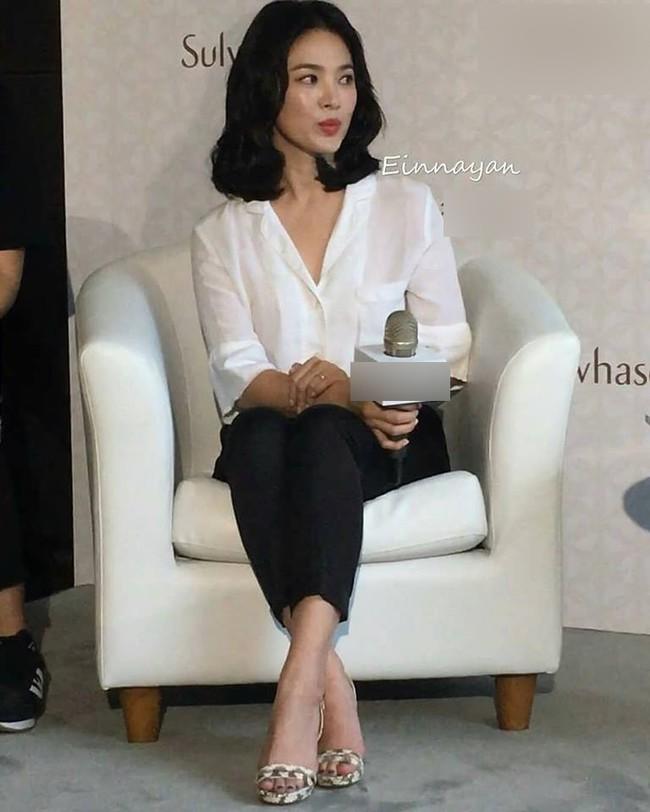 Biến hóa thần kỳ như Song Hye Kyo, hôm qua vừa tóc ngắn nay đã tóc ngang vai, xinh ...