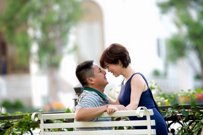 Ngọc Huyền - Vợ Chí Trung: 40 năm chấp nhận bị chồng quản thúc, xô xát cỡ nào cũng không dám bỏ về mẹ đẻ chỉ cách vài bước chân - Ảnh 5.