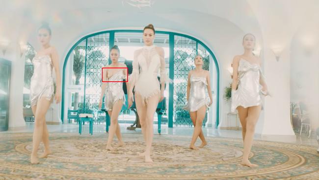 Phải có thần nhãn bạn mới nhận ra sự cố lộ hàng trong MV mới toanh của Hồ Ngọc Hà - Ảnh 1.