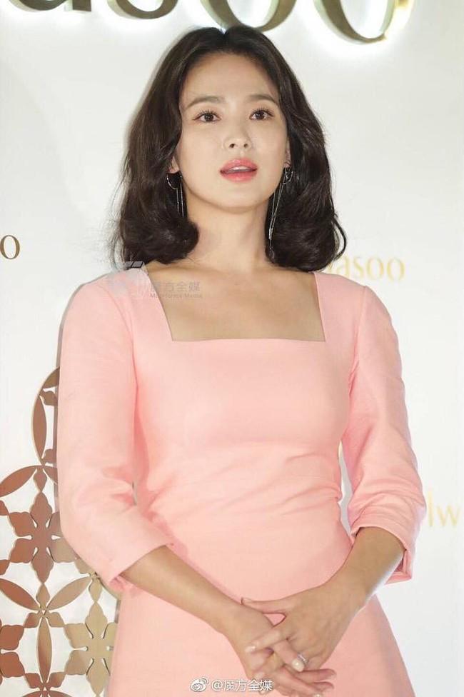 Ngược đời Song Hye Kyo dự sự kiện: Hình chính thức dìm đau đớn, ảnh fan chụp vội lại đẹp tựa nữ thần - Ảnh 11.
