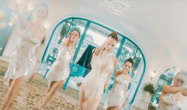 Phải có thần nhãn bạn mới nhận ra sự cố lộ hàng trong MV mới toanh của Hồ Ngọc Hà - Ảnh 3.