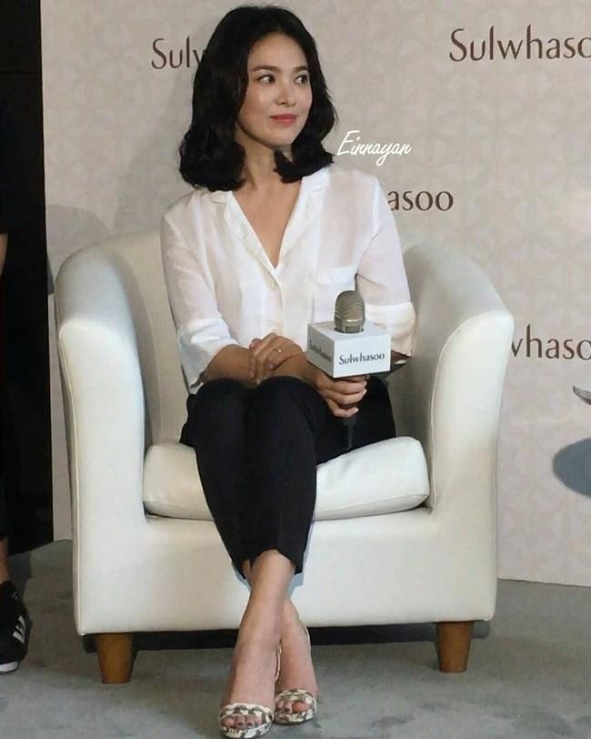 Ngược đời Song Hye Kyo dự sự kiện: Hình chính thức dìm đau đớn, ảnh fan chụp vội lại đẹp tựa nữ thần - Ảnh 8.