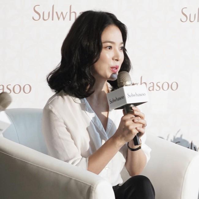 Ngược đời Song Hye Kyo dự sự kiện: Hình chính thức dìm đau đớn, ảnh fan chụp vội lại đẹp tựa nữ thần - Ảnh 9.