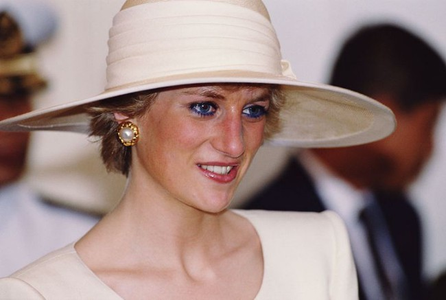 Không chỉ mỗi thời trang, Công nương Diana cũng có 6 bí mật về trang điểm, trong đó có 1 điều còn phá vỡ quy tắc Hoàng gia - Ảnh 4.