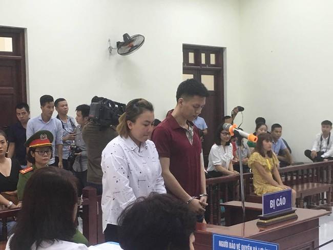 Hà Nội: Đang xét xử vụ bố đẻ và mẹ kế bạo hành bé trai 10 tuổi đến rạn sọ não gây chấn động - Ảnh 1.