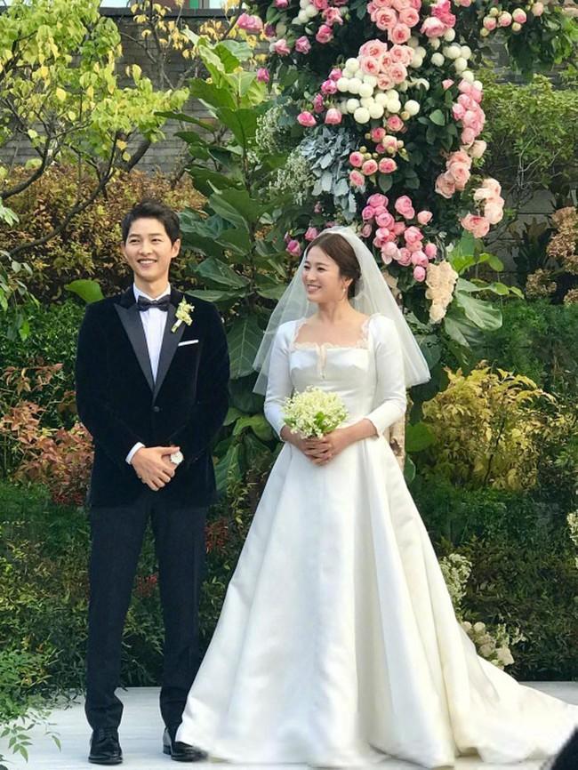 Sự thật phía sau bộ váy hồng của Song Hye Kyo sẽ khiến bạn càng ngưỡng mộ sự kín đáo và đẳng cấp của cô - Ảnh 8.