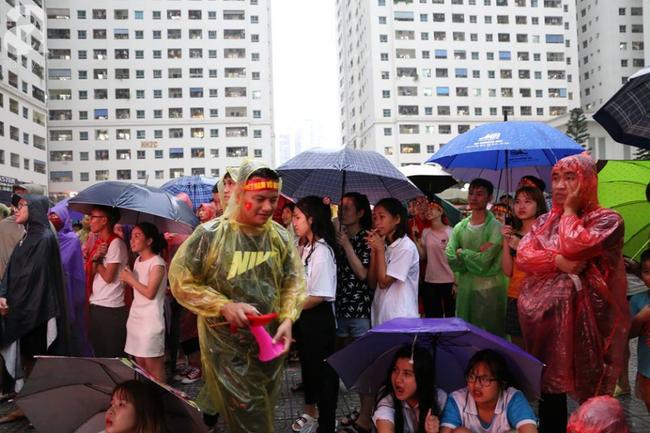 Chơi trội, chung cư vạn dân HH Linh Đàm lại dựng màn LED 32 mét vuông tiếp lửa cho Olympic Việt Nam   - Ảnh 4.