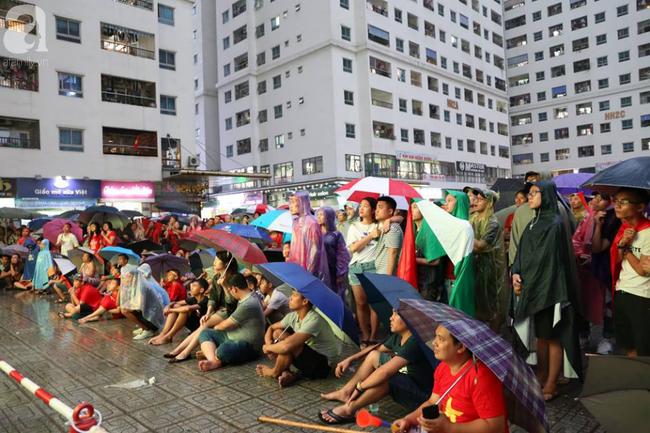 Chơi trội, chung cư vạn dân HH Linh Đàm lại dựng màn LED 32 mét vuông tiếp lửa cho Olympic Việt Nam   - Ảnh 5.