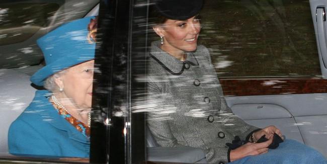 Chỉ nhờ bức ảnh chụp vội qua cửa kính xe, các fan đã nhận ra một chi tiết rất đáng kinh ngạc ở Công nương Kate - Ảnh 1.