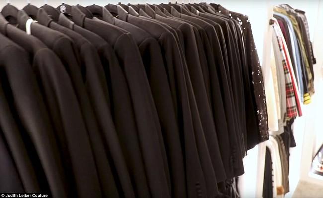 Tủ đồ của mẹ trùm Kris Jenner chẳng kém Kendall - Kylie hay Kim: riêng Hermes Birkin có 22 chiếc, áo quần chất đống đủ để mở store - Ảnh 3.