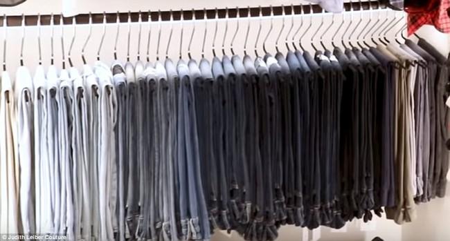 Tủ đồ của mẹ trùm Kris Jenner chẳng kém Kendall - Kylie hay Kim: riêng Hermes Birkin có 22 chiếc, áo quần chất đống đủ để mở store - Ảnh 4.