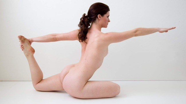 """""""Tôi đã thử tập yoga khỏa thân và rồi rất thích cái cảm giác mà không phải ai cũng nhận được như thế này!"""" - Ảnh 2."""
