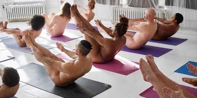 """""""Tôi đã thử tập yoga khỏa thân và rồi rất thích cái cảm giác mà không phải ai cũng nhận được như thế này!"""" - Ảnh 3."""