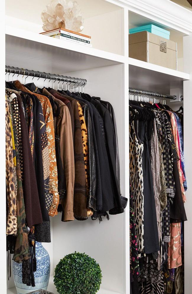 7 mẹo vặt giúp đựng cả thế giới vào tủ quần áo mà vẫn gọn gàng, đẹp mắt - Ảnh 2.