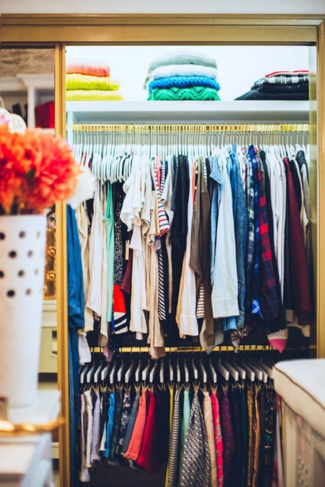 7 mẹo vặt giúp đựng cả thế giới vào tủ quần áo mà vẫn gọn gàng, đẹp mắt - Ảnh 7.