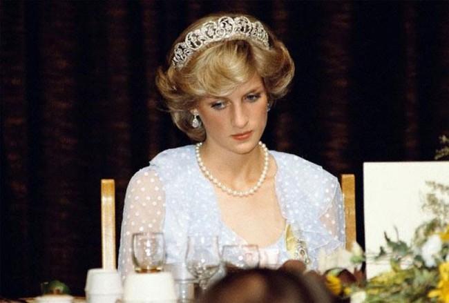 Từng có thể nuốt chửng mọi thứ rồi nôn hết sau 2 phút vì nỗi ám ảnh về bà Camilla và đây là cách Công nương Diana đã vượt qua - Ảnh 2.