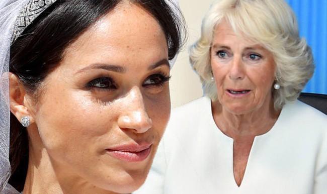 Không chỉ chê Meghan già, tầm thường, từng qua một lần đò, bà Camilla còn liên tục ra đòn tấn công con dâu như thế này đây - Ảnh 2.