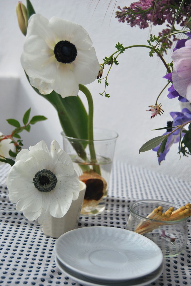 Mang vẻ đẹp tràn đầy sức sống của các loài hoa vào ngôi nhà với cách cắm hoa đơn giản  - Ảnh 4.