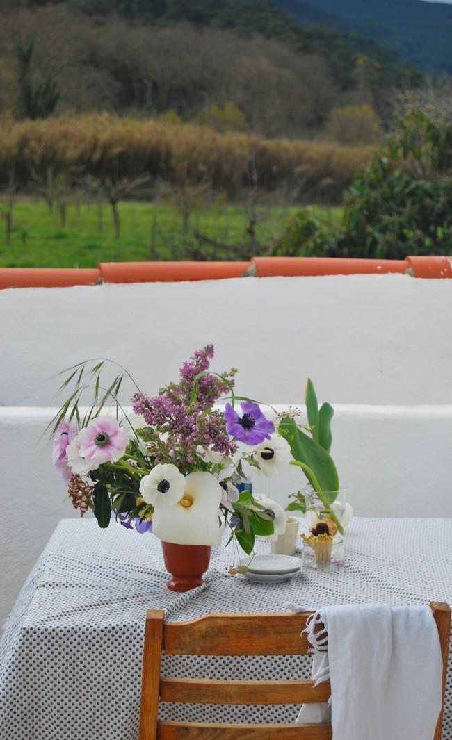 Mang vẻ đẹp tràn đầy sức sống của các loài hoa vào ngôi nhà với cách cắm hoa đơn giản  - Ảnh 7.