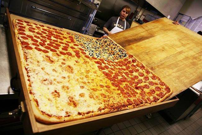 Chiếc pizza giao hàng tận nơi giá 7 triệu đồng, phải 70 người ăn mới hết  - Ảnh 3.