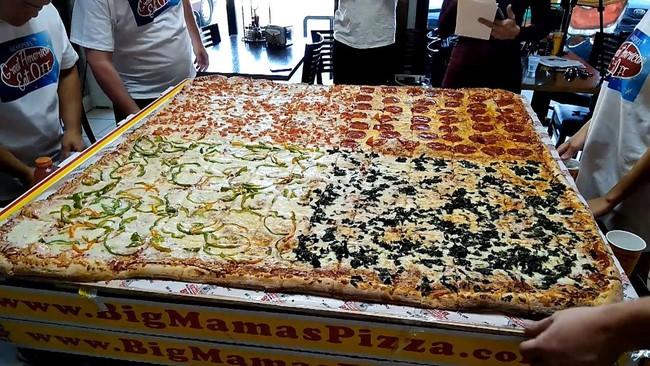 Chiếc pizza giao hàng tận nơi giá 7 triệu đồng, phải 70 người ăn mới hết  - Ảnh 1.