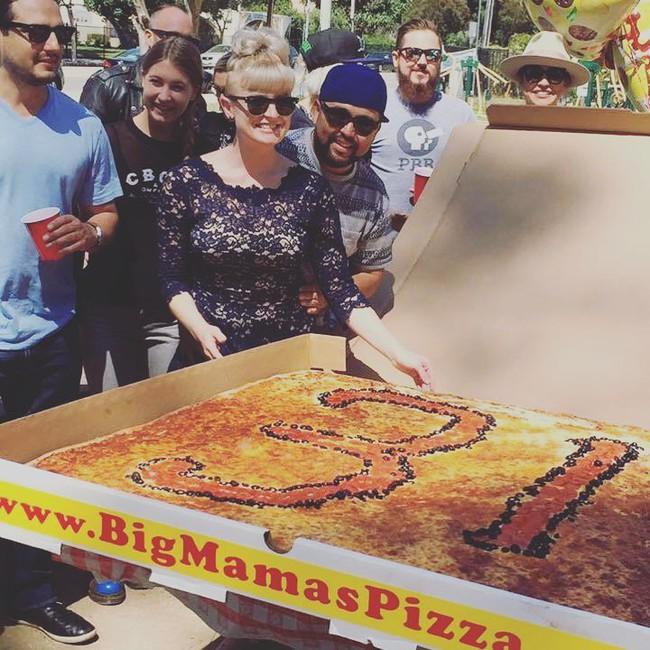 Chiếc pizza giao hàng tận nơi giá 7 triệu đồng, phải 70 người ăn mới hết  - Ảnh 6.