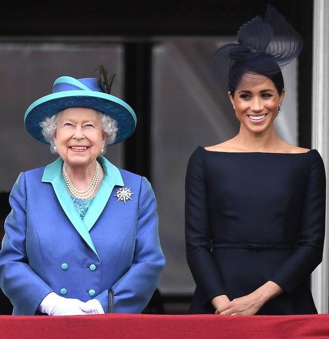 8 kiểu trang phục đơn giản mà sang trọng được Công nương Hoàng gia Anh ưa chuộng, chị em hoàn toàn có thể học lỏm - Ảnh 2.