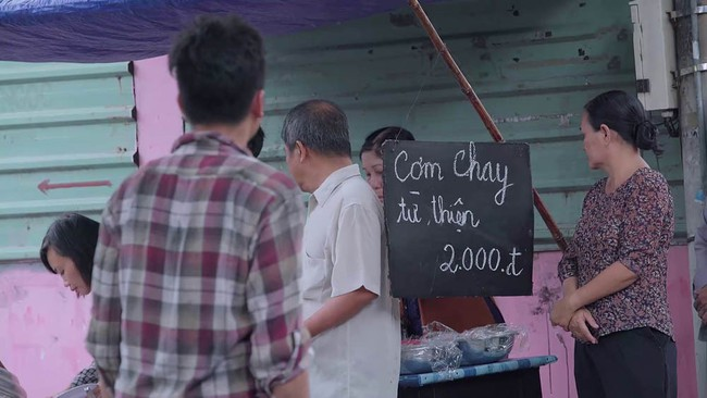 Fan Gạo nếp gạo tẻ thỏa lòng chưa: Công đi làm ăn mày, đến 2.000 đồng còn không có phải đi rửa bát trả nợ - Ảnh 3.