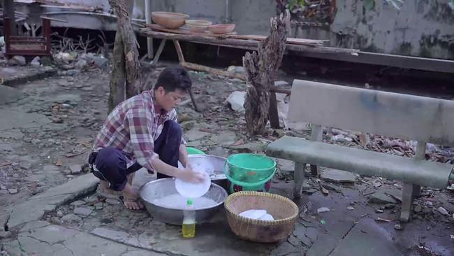 Fan Gạo nếp gạo tẻ thỏa lòng chưa: Công đi làm ăn mày, đến 2.000 đồng còn không có phải đi rửa bát trả nợ - Ảnh 4.