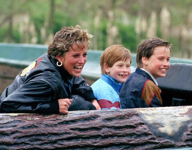 13 năm sau khi lấy Thái tử, bà Camilla chưa một lần được gọi là Công nương, cũng không được thừa kế tước vị từ Công nương Diana quá cố - Ảnh 2.