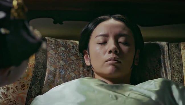 Hoàng hậu - Đổng Khiết chết khán giả cười rần rần, cảnh bi thương mà hài hước chẳng khác nào phim cương thi  - Ảnh 1.