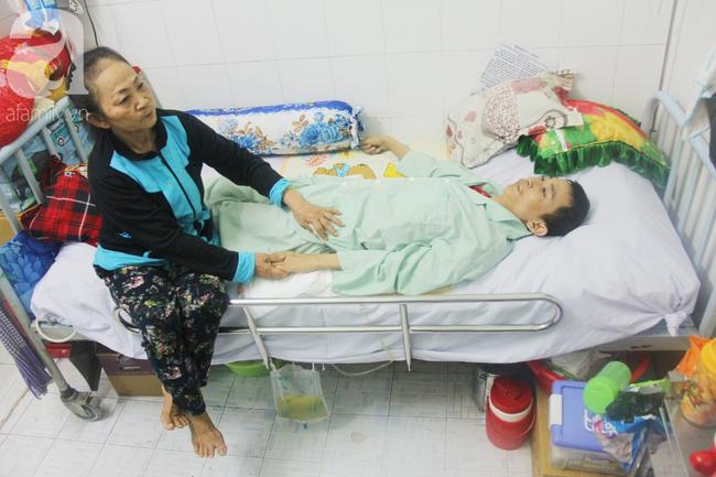 Xin cơm từ thiện suốt 2 năm, người mẹ nuôi con trai tật nguyền chỉ ước có một bữa no rồi chết cùng con - Ảnh 9.