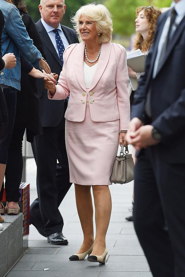 Lần đầu hé lộ những bí mật gây sốc về bà Camilla, người phụ nữ hoàng gia đang bị cả thế giới ghét bỏ - Ảnh 5.