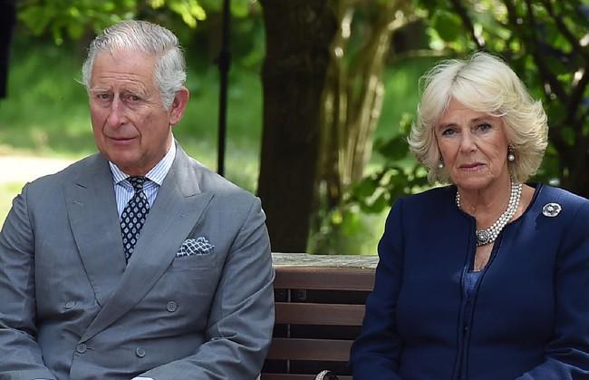 Thêm bằng chứng khẳng định bà Camilla có khả năng bị chồng đuổi ra khỏi cung điện hoàng gia, mọi hoạt động bị đóng băng - Ảnh 1.