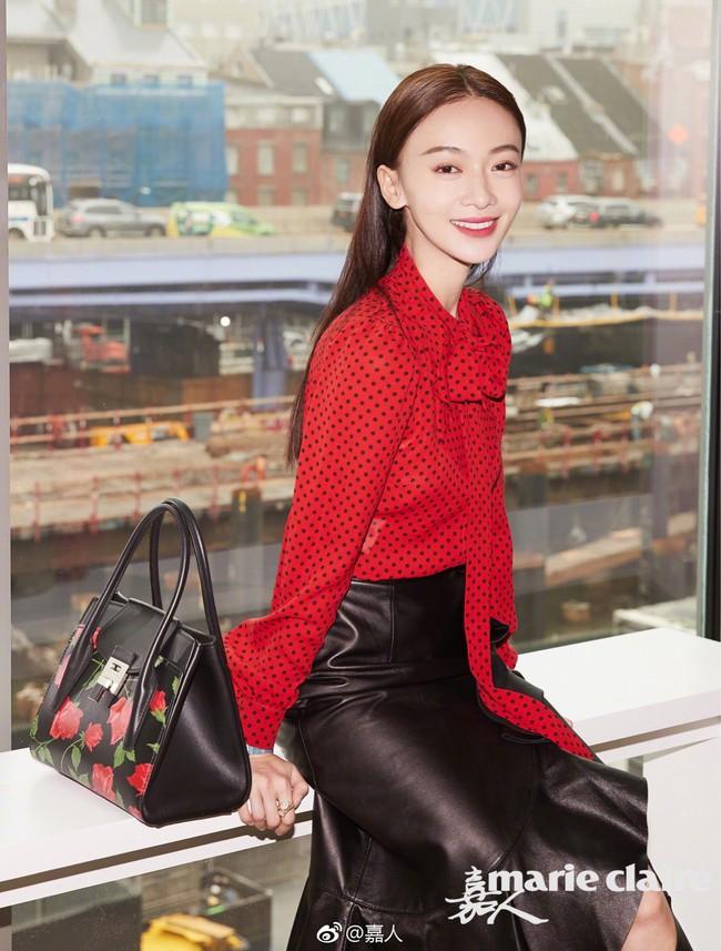 Phong cách của Dương Mịch và Lisa (Black Pink) khiến fan đã mắt bao nhiêu thì trông Ngô Cẩn Ngôn lại lép vế bấy nhiêu - Ảnh 7.