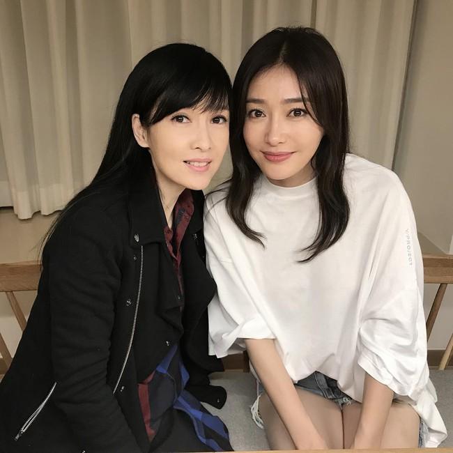 Ngọc nữ số 1 Hồng Kông đọ sắc cùng Hoàng hậu Tần Lam, fan khen nức nở: Đúng là nữ thần gặp nữ thần! - Ảnh 1.