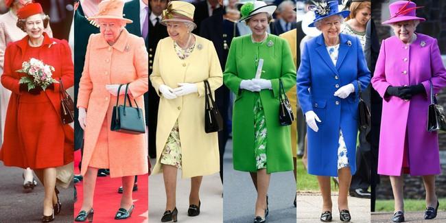Chỉ mặc đúng một kiểu suốt mấy chục năm, Nữ hoàng Anh vẫn được nhận xét là có style xuất sắc hơn hẳn Công nương Meghan - Ảnh 3.
