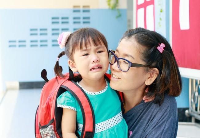 Con mè nheo không chịu đi học, dùng ngay 10 câu nói Montessori siêu hữu dụng sau đây - Ảnh 1.