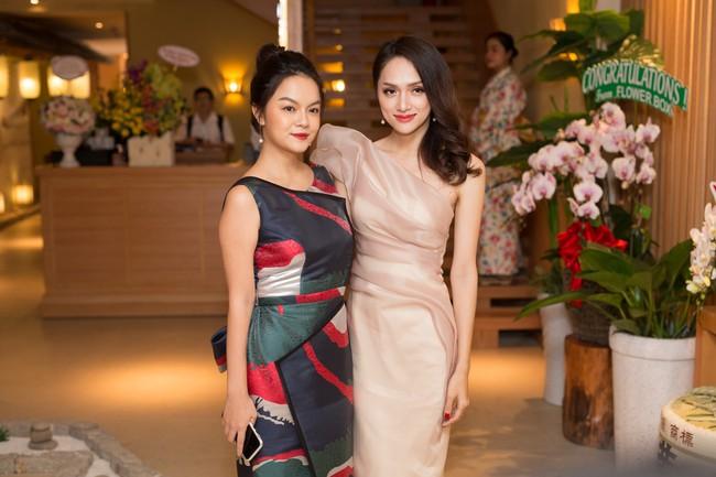 Phớt lờ tin đồn rạn nứt hôn nhân, Phạm Quỳnh Anh xuất hiện tươi tắn bên Hương Giang  - Ảnh 2.