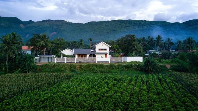 Ngắm ngôi nhà mang tên An Lão, trọn vẹn và đẹp đẽ như tấm lòng của người con dành tặng cho cha mẹ ở Bình Định - Ảnh 2.