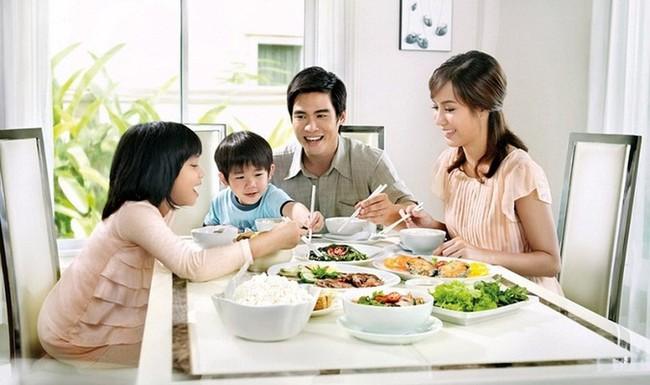 5 phép lịch sự vô cùng quan trọng trong bữa ăn hàng ngày, nhưng nhiều phụ huynh lại thường quên dạy con - Ảnh 1.