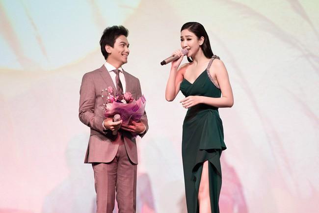 Lần đầu hát cùng Mạnh Quỳnh, Á hậu Hà Thu xúc động đến phát run  - Ảnh 1.
