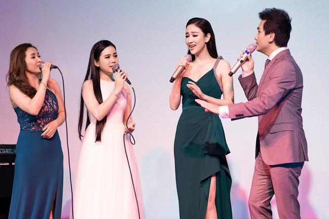 Lần đầu hát cùng Mạnh Quỳnh, Á hậu Hà Thu xúc động đến phát run  - Ảnh 3.