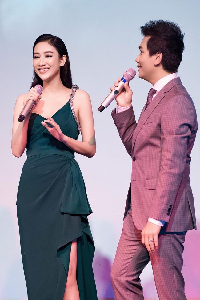 Lần đầu hát cùng Mạnh Quỳnh, Á hậu Hà Thu xúc động đến phát run  - Ảnh 4.
