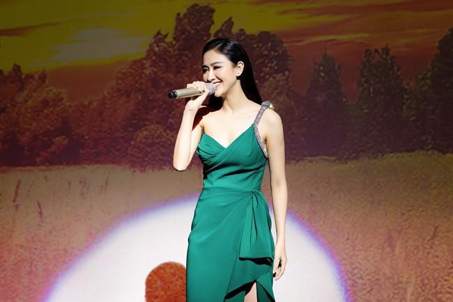 Lần đầu hát cùng Mạnh Quỳnh, Á hậu Hà Thu xúc động đến phát run  - Ảnh 8.